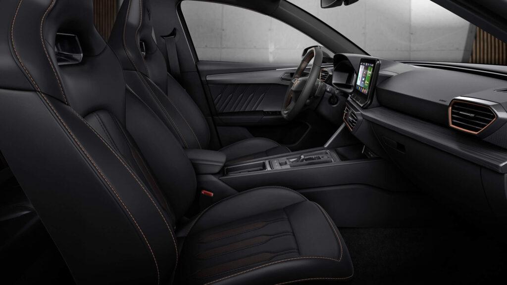 Seat Leon Cupra iç mekan fotoğrafları