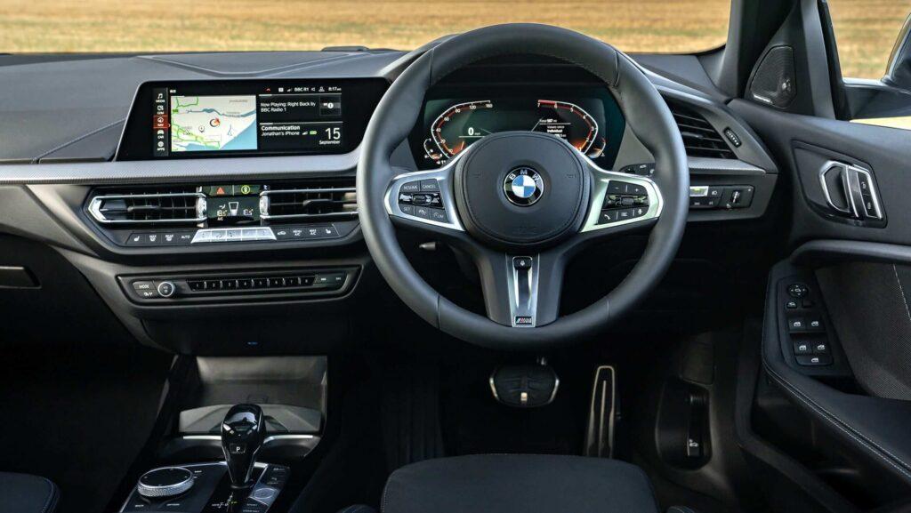 2020 yeni BMW 1 serisi iç mekan