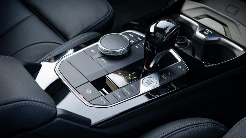2020 yeni BMW 1 serisi vites değiştirici