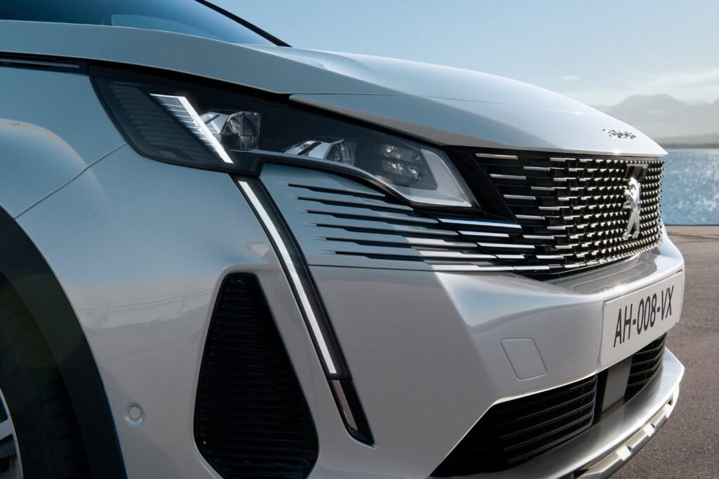 2021 Yeni Peugeot 3008 Aslan LED ön tasarım