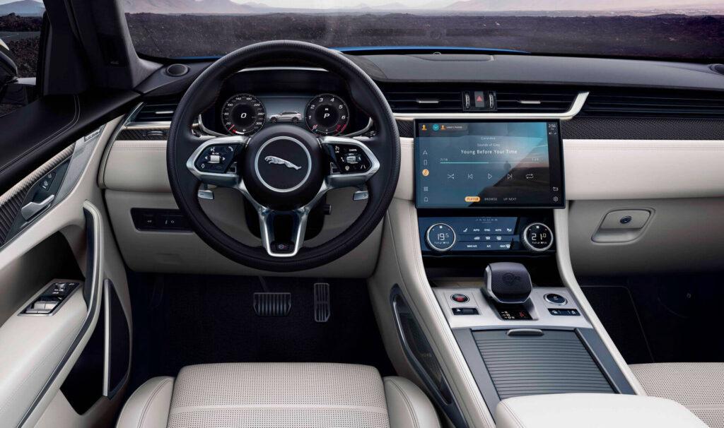 2021 Jaguar F-Pace iç mekan