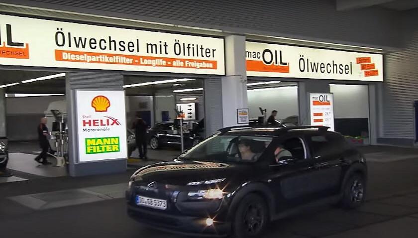 Dünyanın en büyük oto yıkamacısı benzin istasyonu
