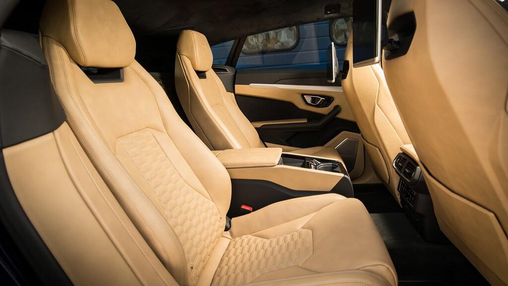 Lamborghini Urus arka koltuklar