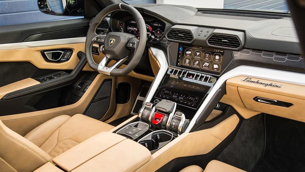Lamborghini Urus kokpit