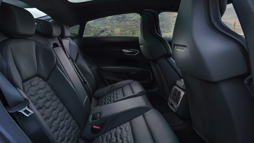 2021-Audi-e-tron-GT arka koltuklar