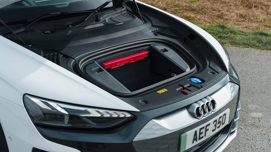 2021-Audi-e-tron-GT pil