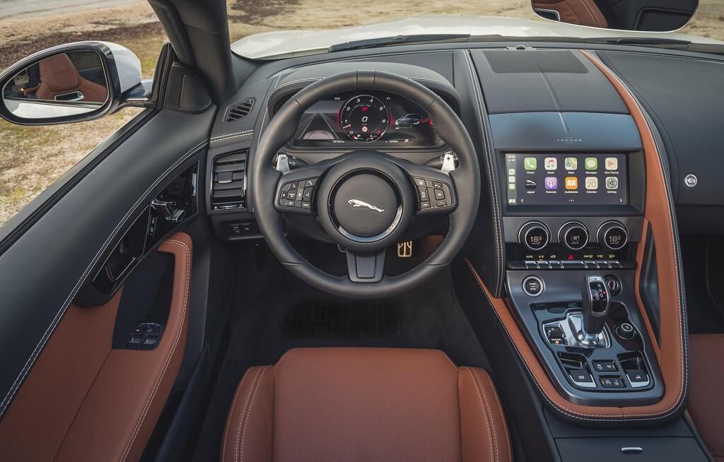 2022 Jaguar F-Type iç mekan