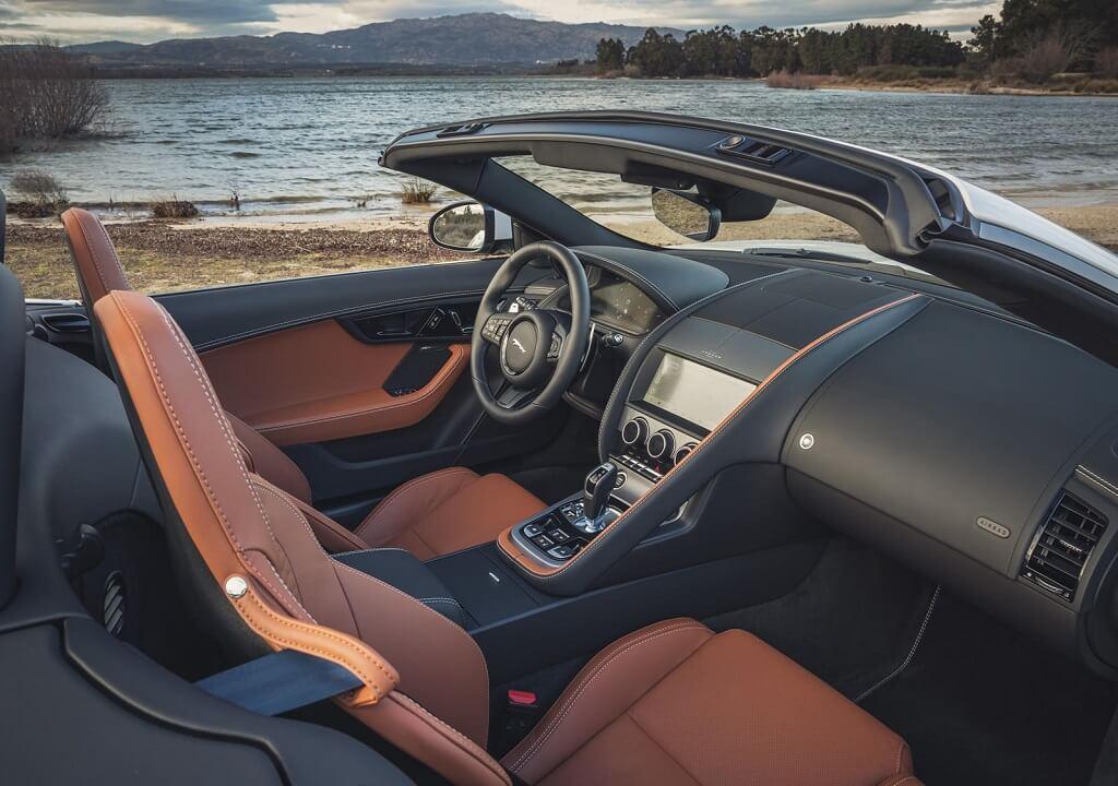 2022 Jaguar F-Type koltuklar