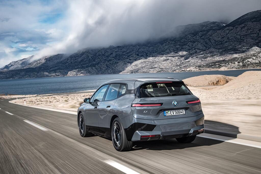 BMW iX'in En İyi 10 Özelliği arka tasarım
