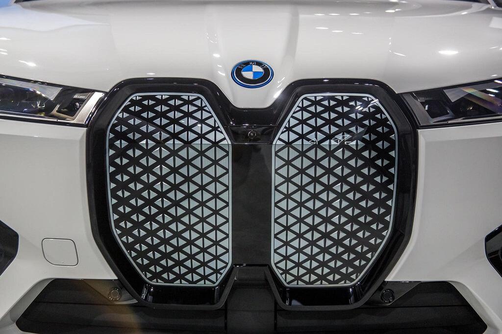 BMW iX'in En İyi 10 Özelliği ızgara