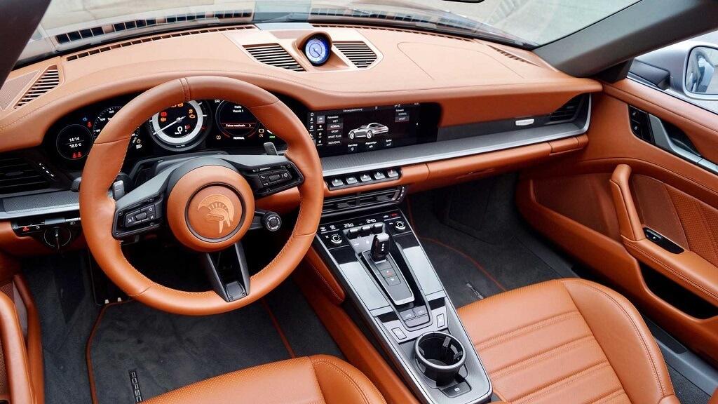 Ares Design Porsche 911 992 Targa iç mekan