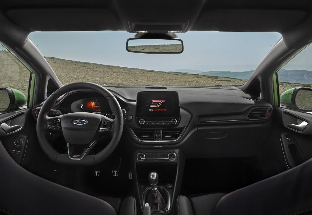 Makyajlı 2022 Ford Fiesta ST Line iç tasarım