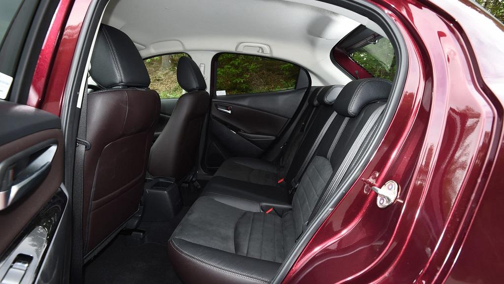 Mazda 2 arka koltuklar