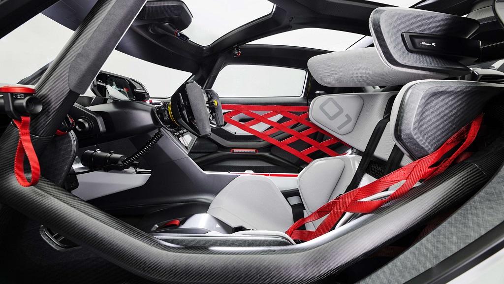 Porsche Mission R konsepti iç mekan