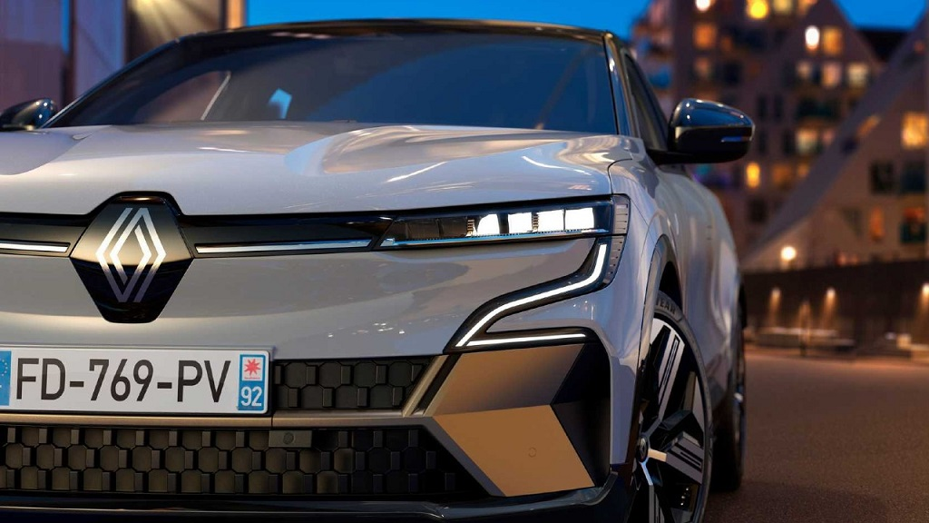 Yeni Renault Megane E-Tech LED farlar
