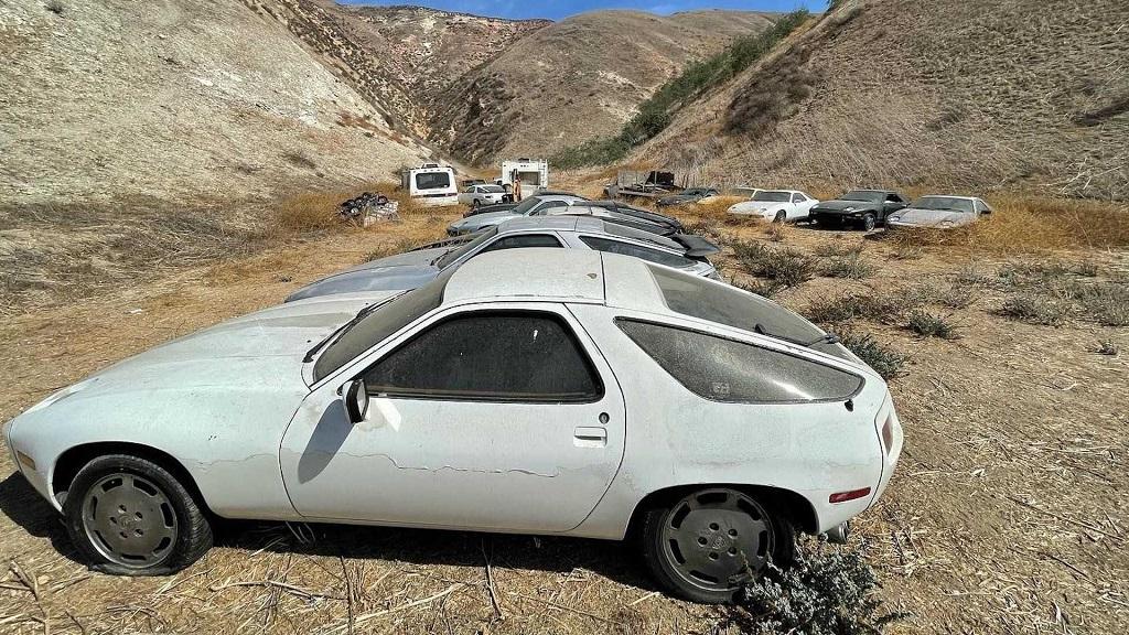 Terkedilmiş Porsche 928 görselleri